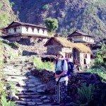 brukowana drogi wprowadzają nas do kolejnej górskiej wioski