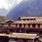 typowe domy wiejskie na himalajskich stokach
