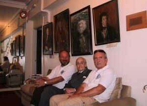 uczestnicy wyprawy Nuevo Mundo z Raulem Nałęczem-Małachowskim w ambasadzie RP w Santiago de Chile