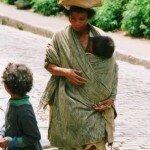 Malgaska matka z pociechami